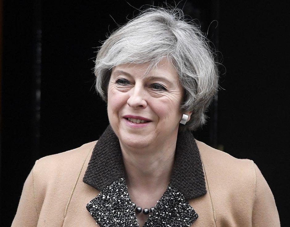 """Th. May žada pradėti """"Brexit"""" procesą artimiausiomis dienomis"""