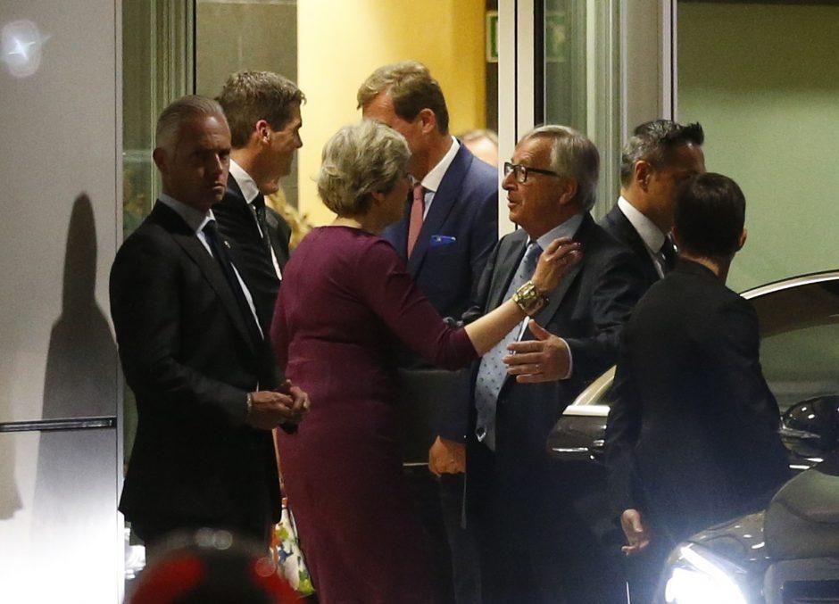 """Th. May ir J.-C. Junckeris susitarė spartinti derybas dėl """"Brexit"""""""