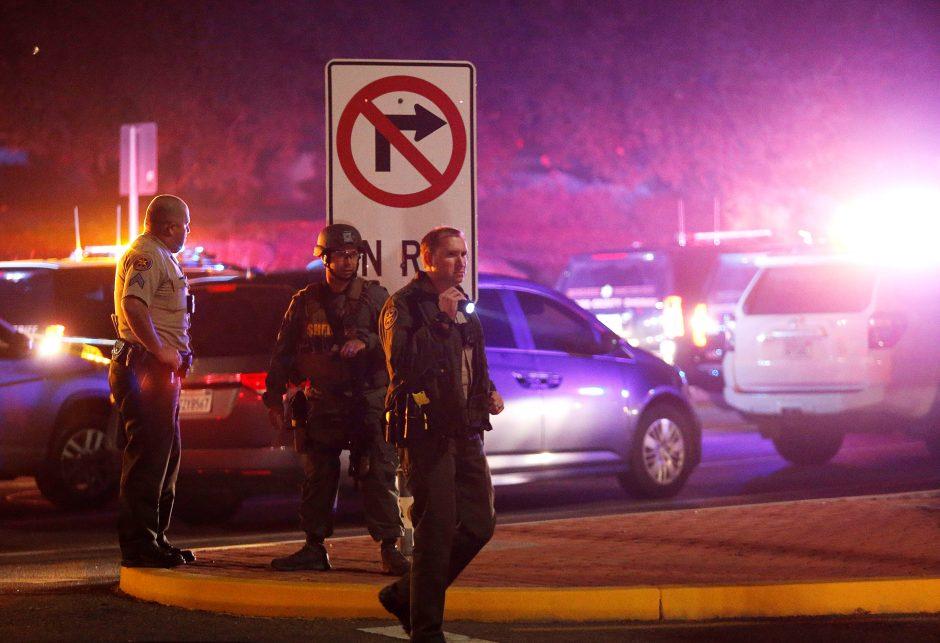 Nustatyta šaudynes Kalifornijos bare surengusio įtariamojo tapatybė