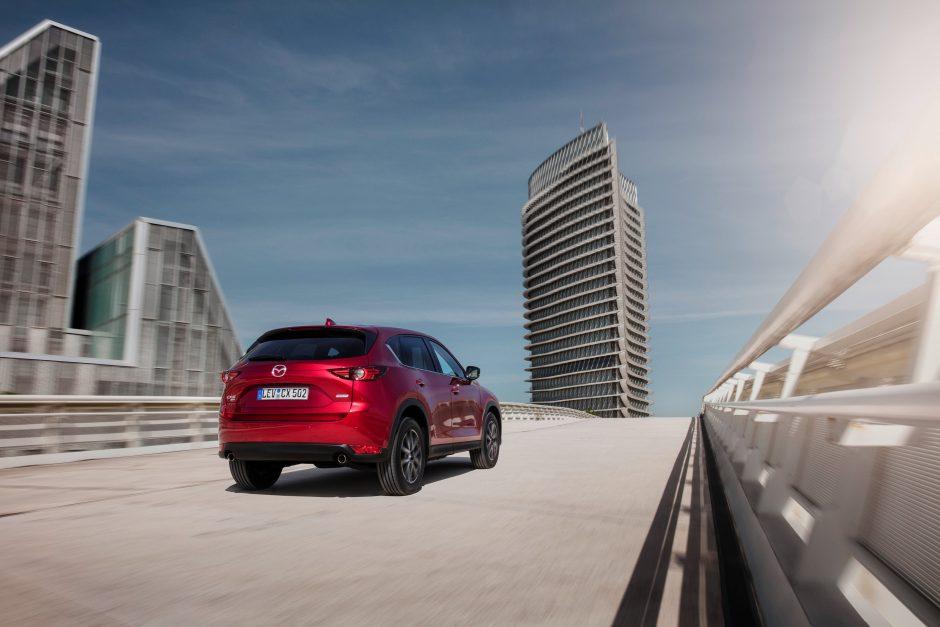 """""""Mazda"""" pristato naują strategiją ir ateities variklį"""