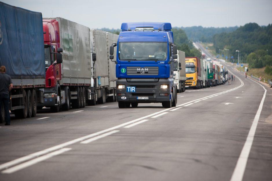 Eilės Baltarusijos pasienyje: beveik para laukimo ir 100 tūkst. eurų nuostolių