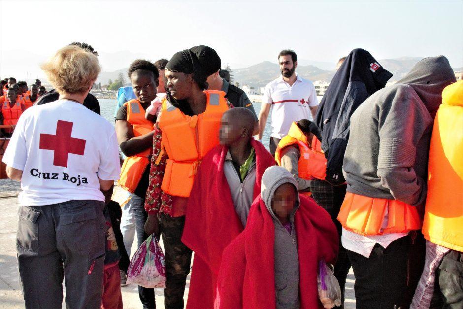 Prie Ispanijos krantų išgelbėta šimtai migrantų