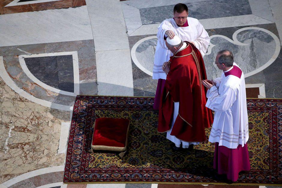 Popiežius per Didžiojo penktadienio pamaldas užjautė migrantus
