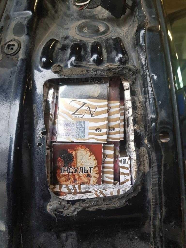 Iš nelegalių cigarečių pasipelnyti Lenkijoje sutrukdė muitininkai