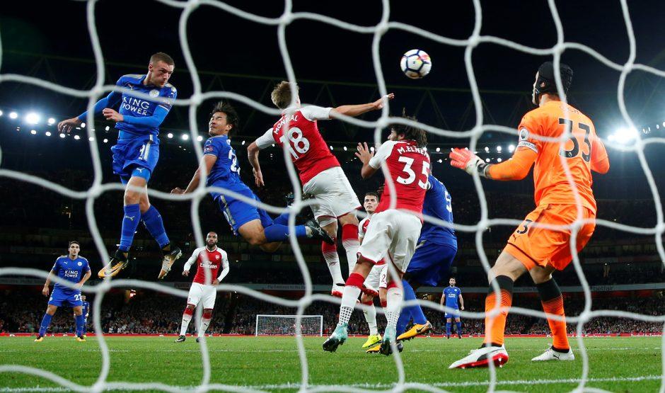 """""""Premier"""" lygos starte – septyni įvarčiai ir dramatiška """"Arsenal"""" pergalė"""