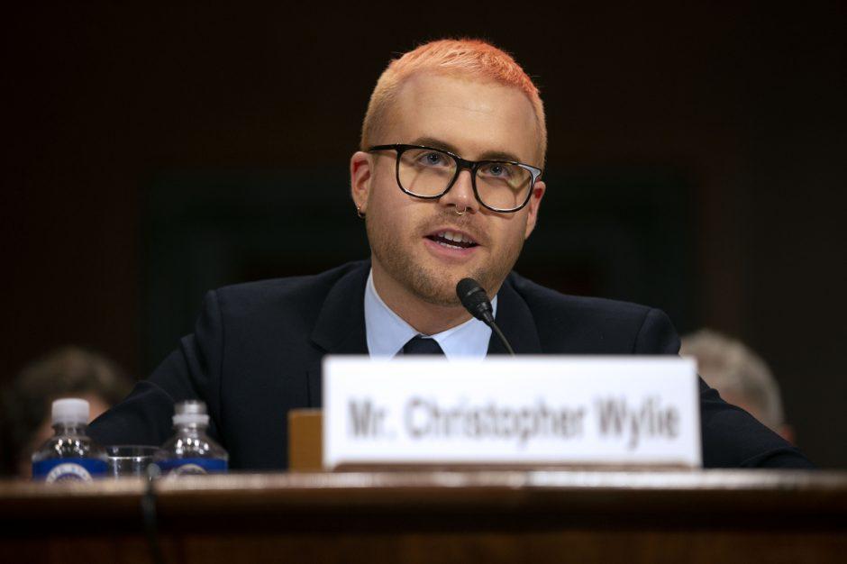 """""""Cambridge Analytica"""" dalijosi surinktais duomenimis su Rusija"""