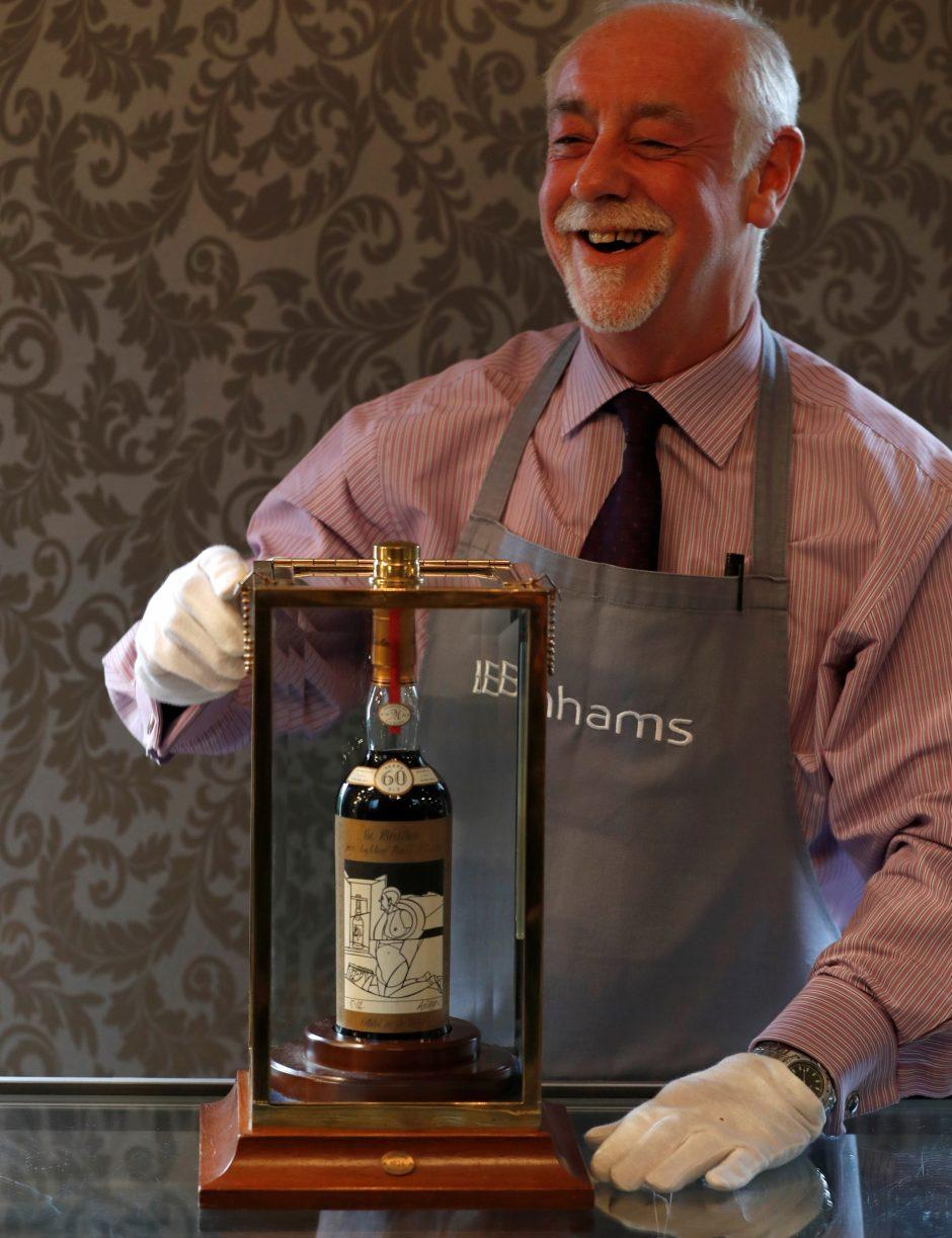 Edinburgo aukcione už rekordinę kainą parduotas butelis reto viskio