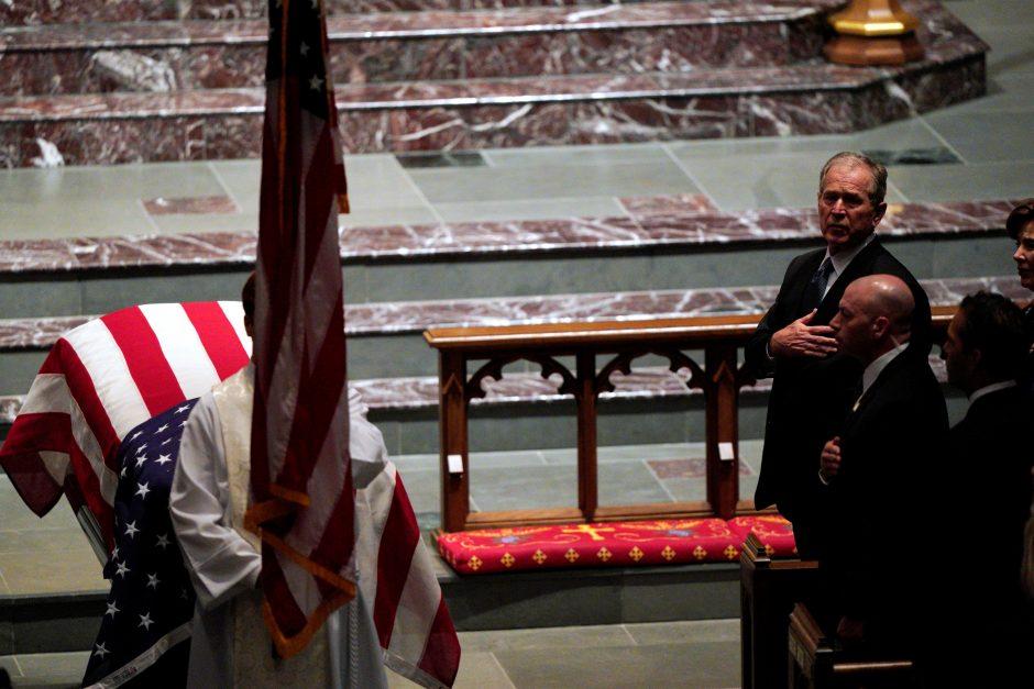 Hjustone prasidėjo buvusio JAV prezidento G. H. W. Busho laidotuvių pamaldos