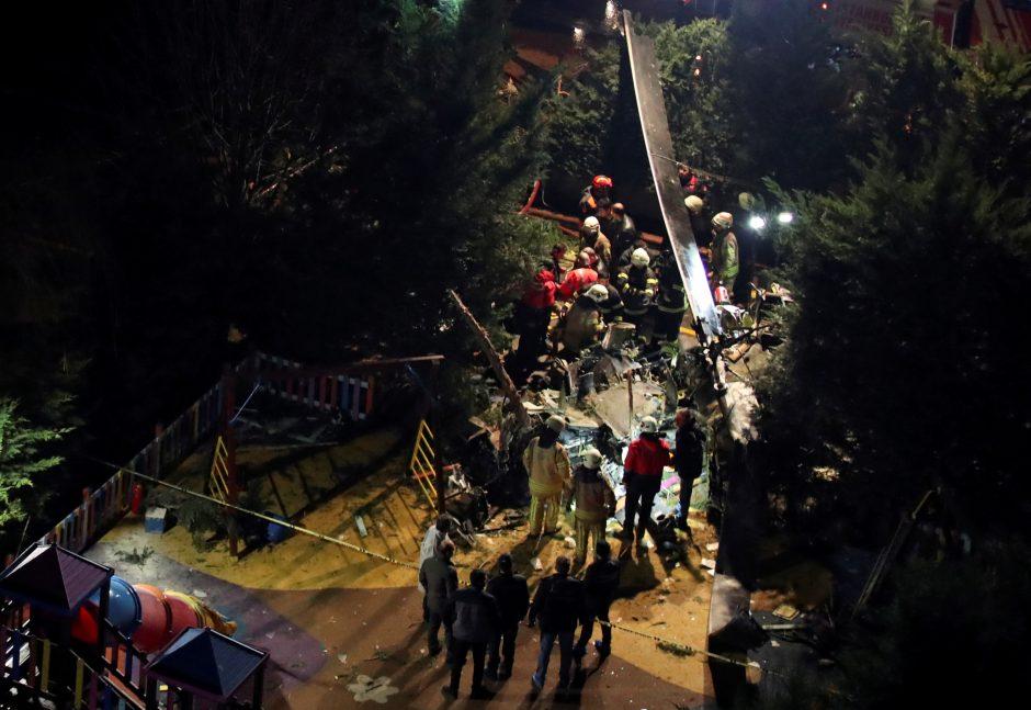 Stambule nukrito karinis sraigtasparnis, žuvo keturi žmonės