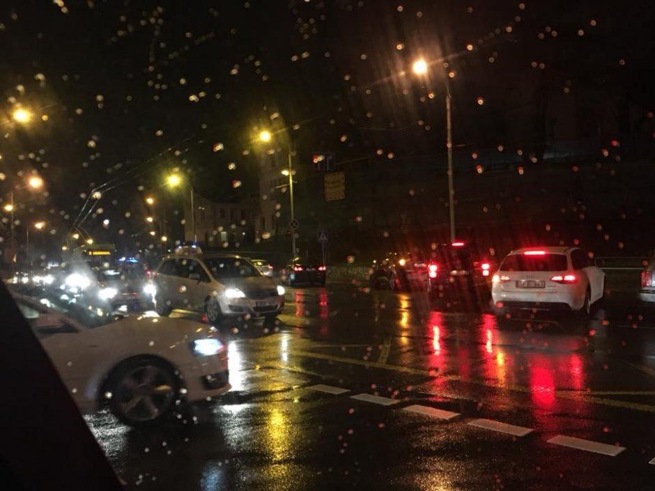 Pėsčiųjų perėjoje partrenkta moteris išvežta į Klinikas