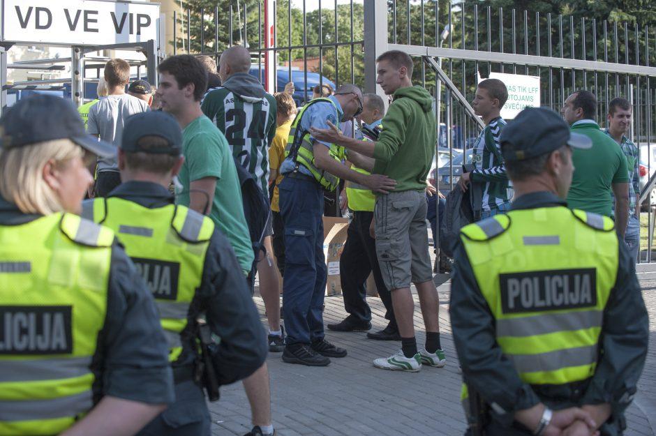 Lietuvos policija siunčia tris pareigūnus į atsakomąsias