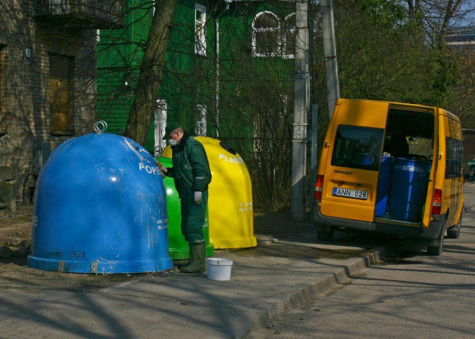 Perpildytus šiukšlių konteinerius Vilniuje žadama ištuštinti per tris dienas