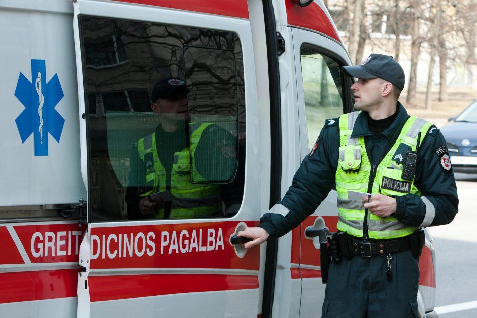 Klaipėdoje greitosios pagalbos automobilis įsirėžė į policijos automobilį