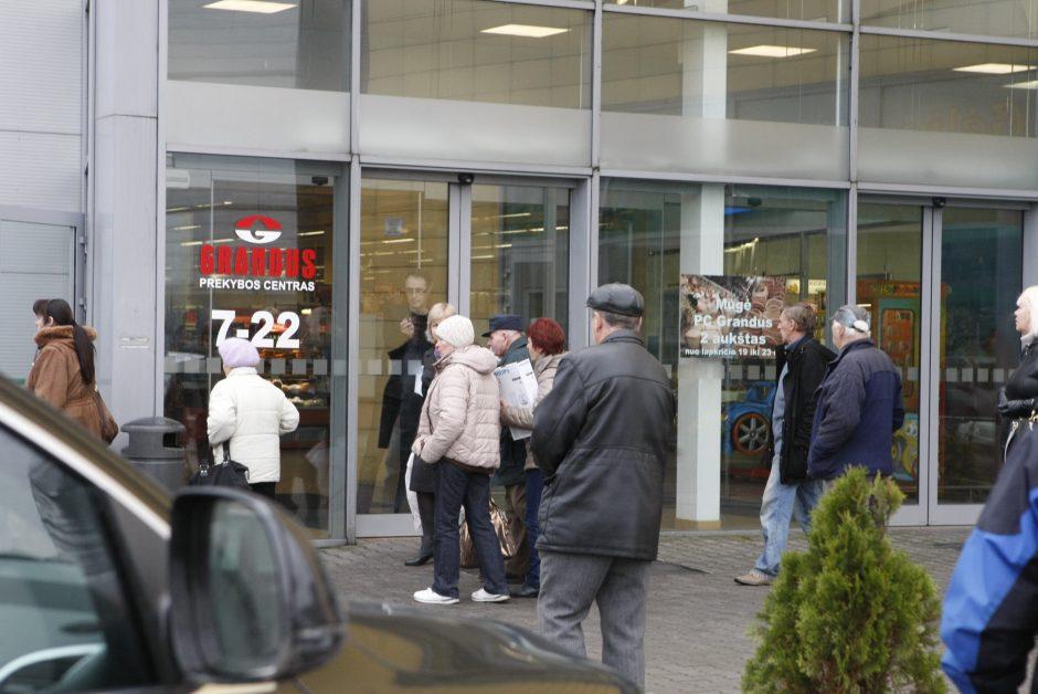 Uostamiestyje dėl užsidegusios lempos žmonės evakuoti iš prekybos centro