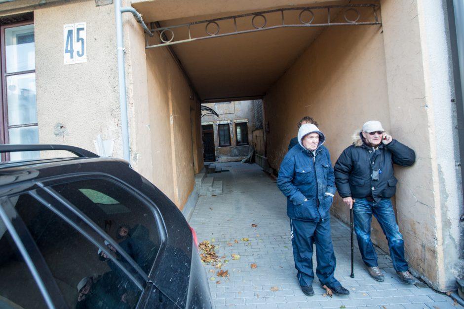 Iš savivaldybės buto neiškeldinamas kaunietis niokoja daugiabutį
