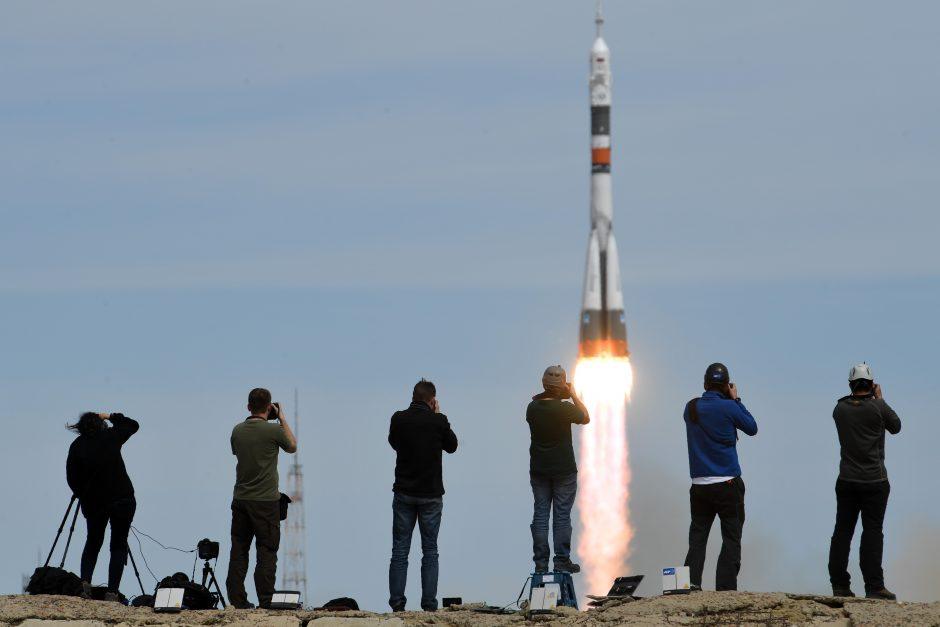 Erdvėlaivis į kosmosą išskraidino rusą ir amerikietį