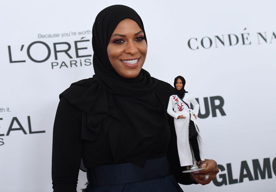 JAV fechtuotojai pagerbti sukurta pirmoji barbė su hidžabu