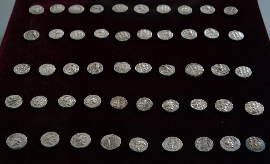 Rumunija atgavo dar kelias senovines auksines monetas ir papuošalus