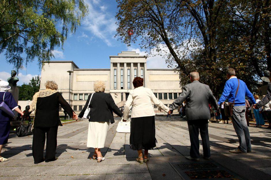 Buvę tremtiniai: stovėdami Baltijos kelyje jautėmės nugalėję