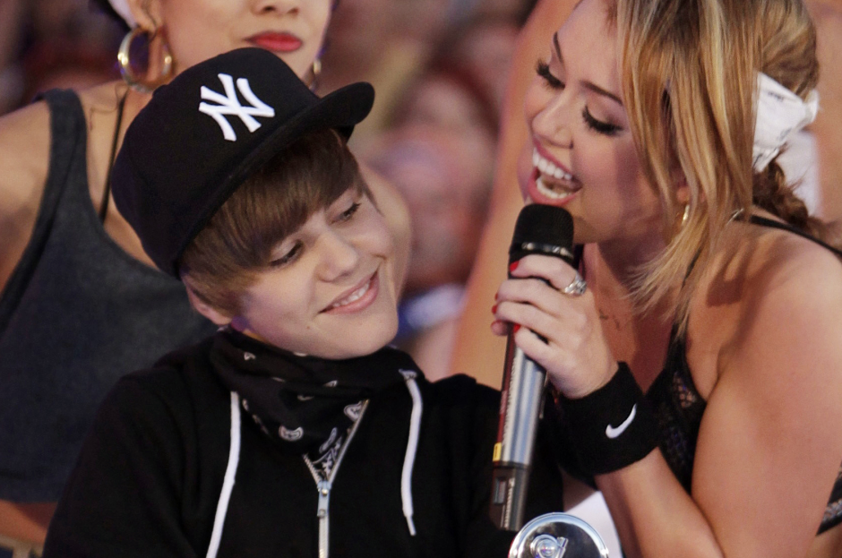 """M. Cyrus ir J. Bieberis drauge įrašė dainą – pavadinimu """"Twerk"""""""