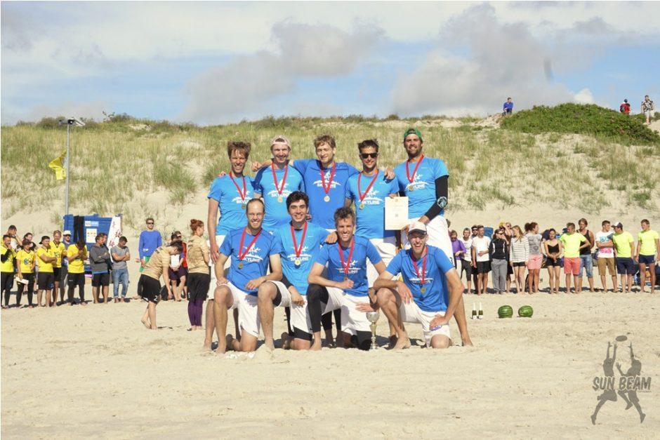 Smiltynę sudrebino paplūdimio lėkščiasvydžio turnyras