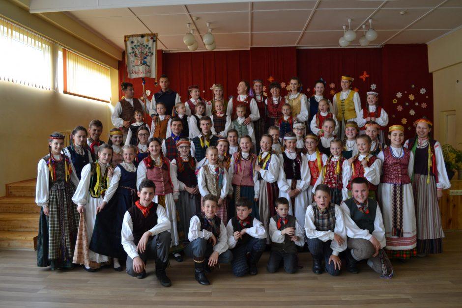 Su liaudies šokiu ir daina – neišskiriami