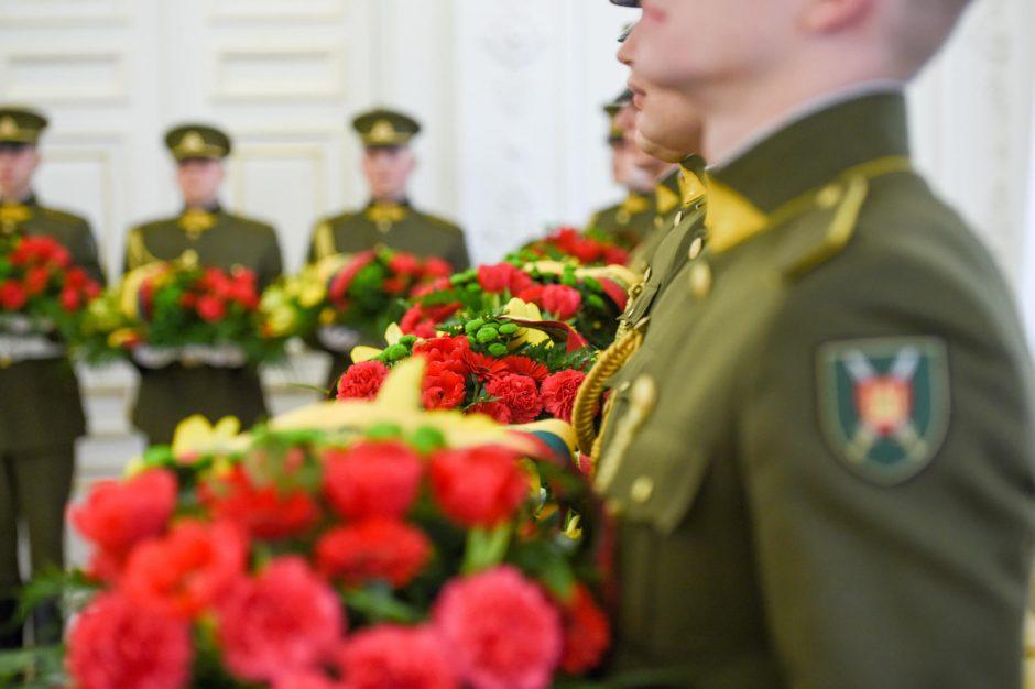 Prezidentės gėlės – Vasario 16-osios Akto signatarų artimiesiems