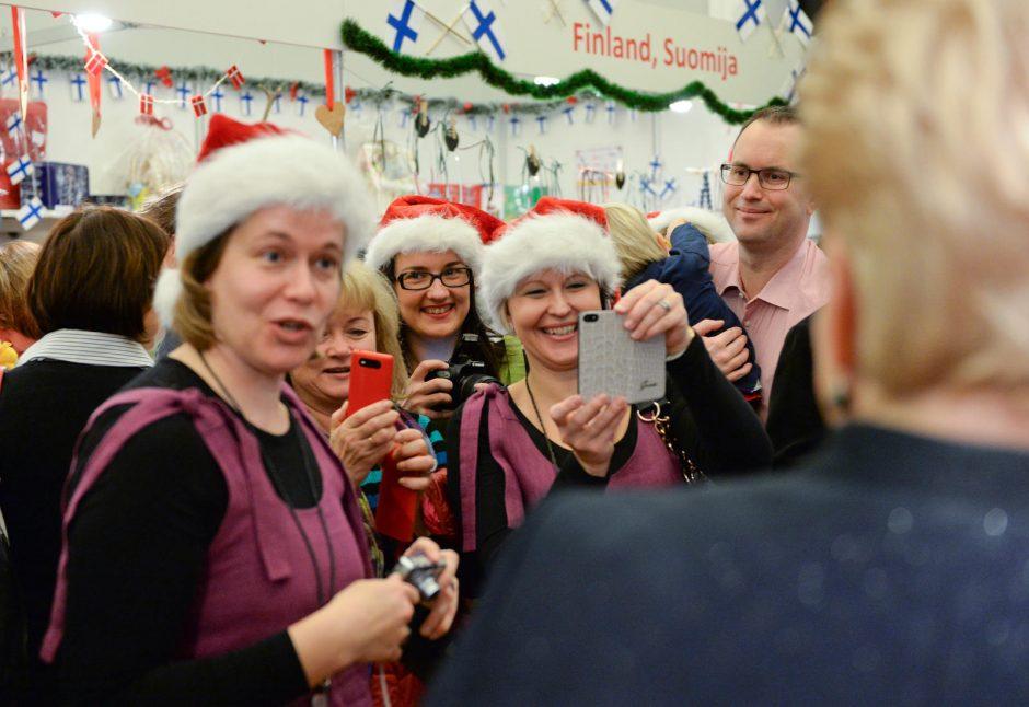 Prezidentė Vilniaus rotušėje atidarė tarptautinę Kalėdų labdaros mugę