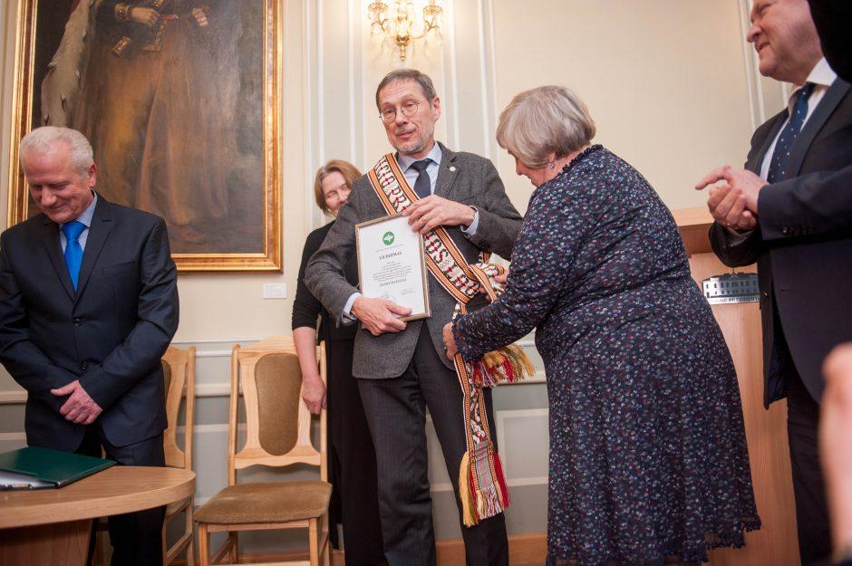 Liudas Mažylis gavo apdovanojimą