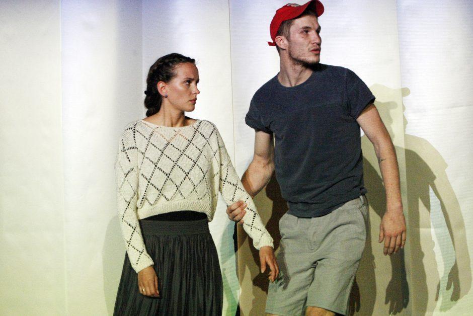 """Į sceną žengia """"Mama Drąsa"""": premjera publikai pažers staigmenų"""