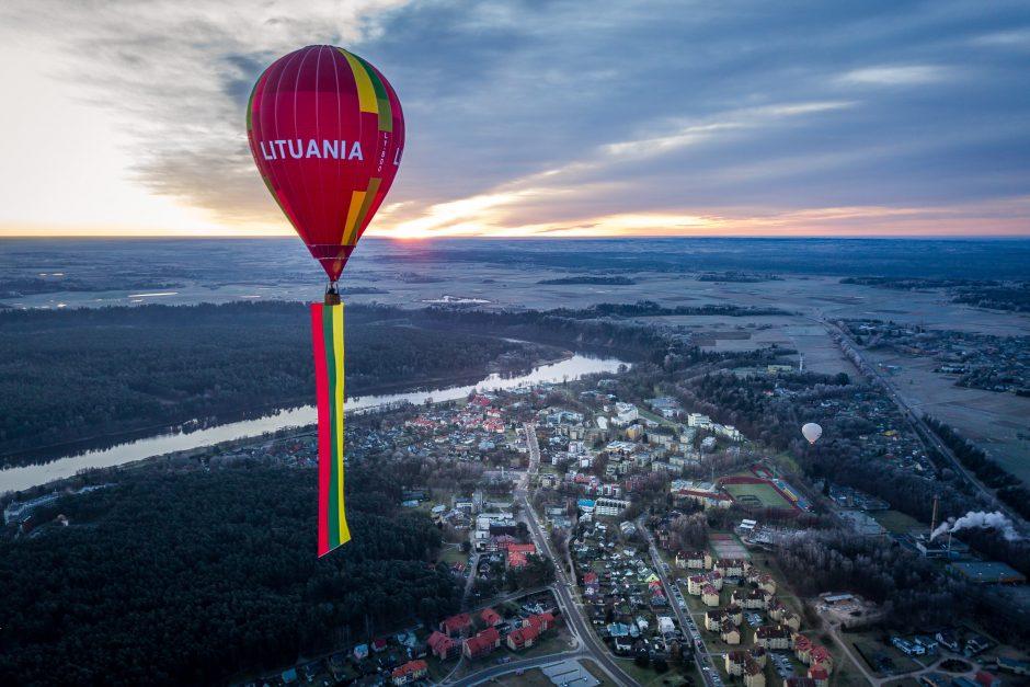 Birštonas pasitinka Lietuviškumo metus: padangėje suplevėsavo įspūdinga trispalvė