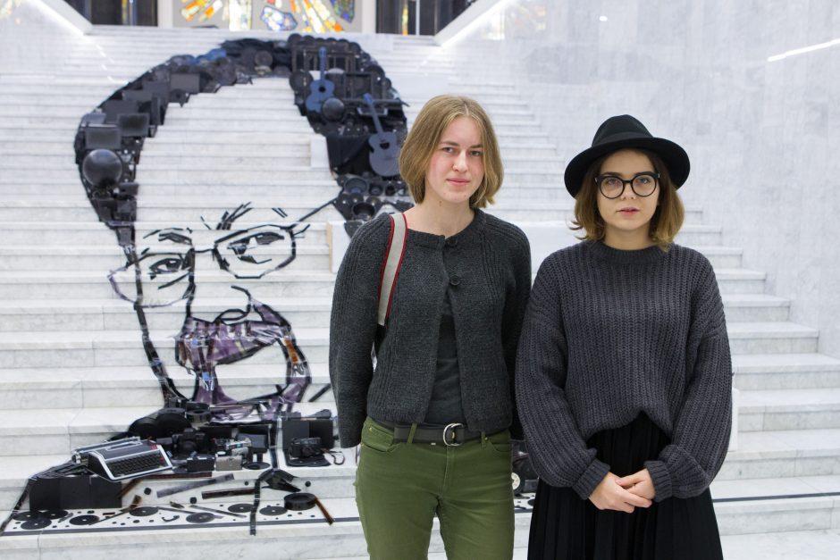 """J. Vaitkutės meninė instaliacija """"Kūrėjams"""""""