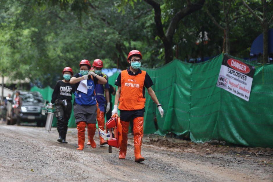Tailando pareigūnas atskleidė naujų detalių apie vaikų gelbėjimo operaciją