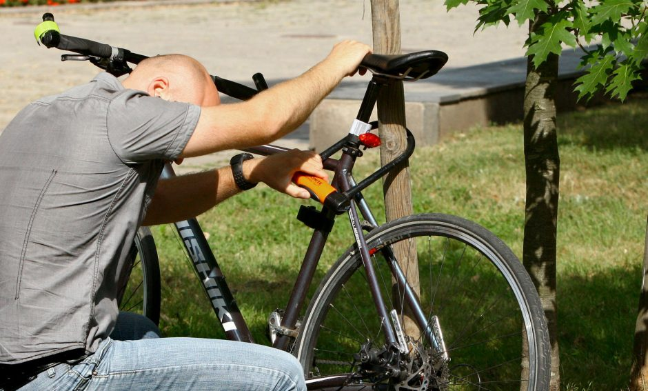 Kaune - vieša prekyba vogtais dviračiais