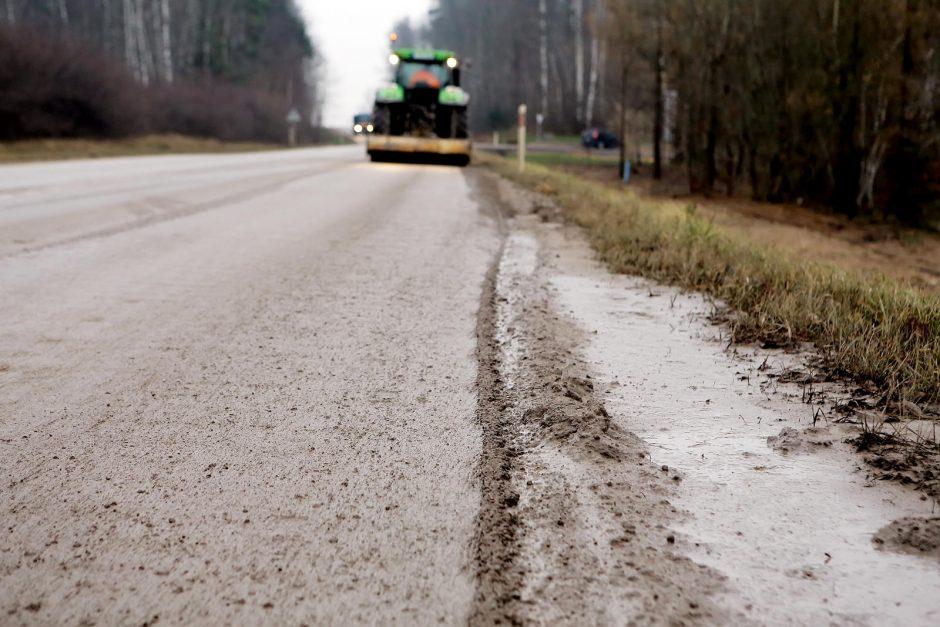 Avarijos priežastis – statybininkų užterštas kelias?