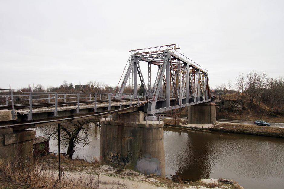 Išgelbėta nuo tilto šokti ketinusi mergina