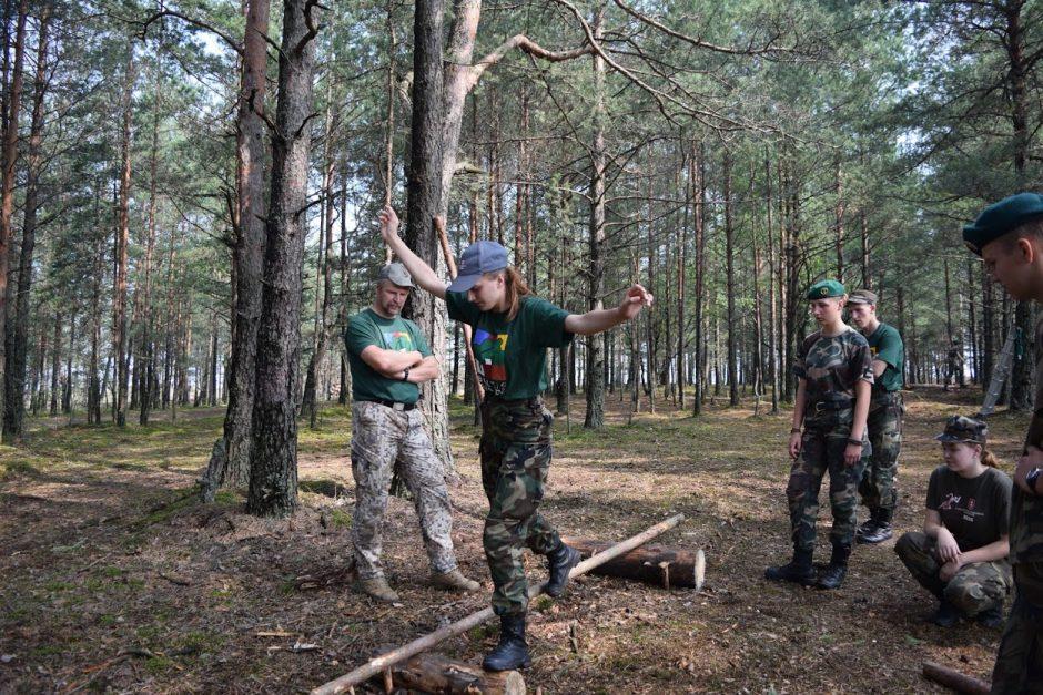 Trispalvė tautos karių kasdienybė (išskirtinis interviu)