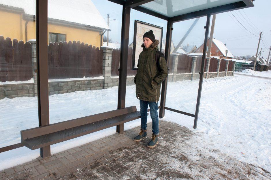 Sargėniškiai kritikuoja stoginių suolelius: ar mes trečiarūšiai žmonės?