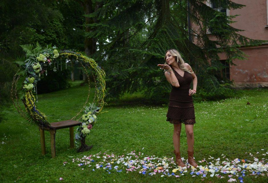 Botanikos sode nertas sukneles pristatė žinomos moterys