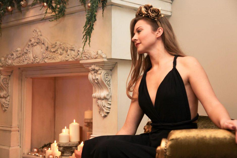 Besilaukianti šokėja G. Slausgalvienė tapo papuošalų modeliu