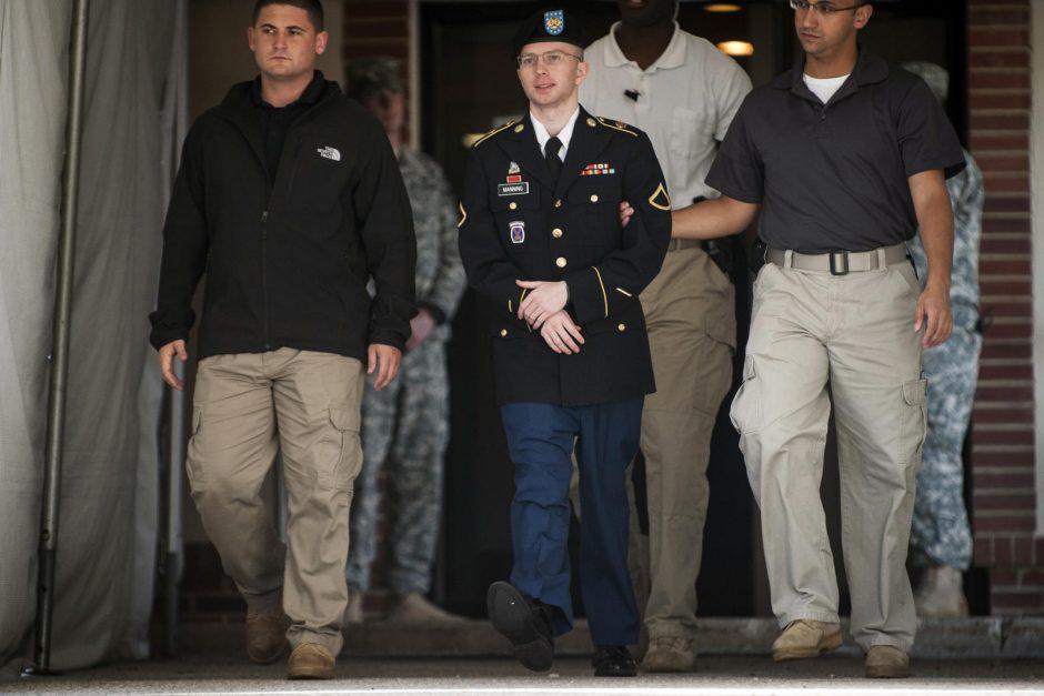JAV paslapčių viešintojas B. Manningas atsiprašė dėl savo šaliai padarytos žalos