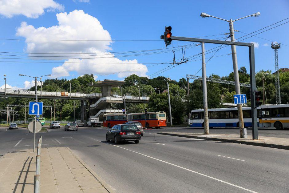 Kitą savaitę prie geležinkelio stoties pradės veikti naujas šviesoforas