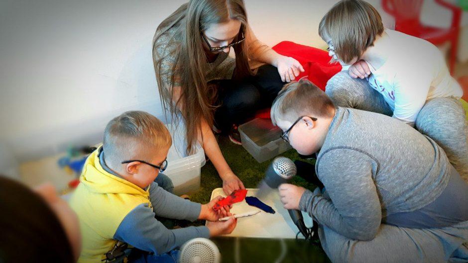 Neįgaliems vaikams gydymą keičia kūryba ir žaidimai