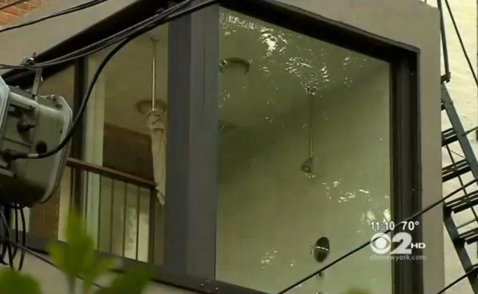 Garsi niujorkiečių porelė šokiravo kaimynus: jų dušas –balkone
