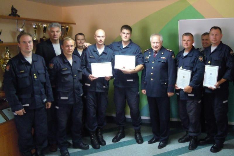 Apdovanoti keturis žmones išgelbėję Klaipėdos ugniagesiai gelbėtojai