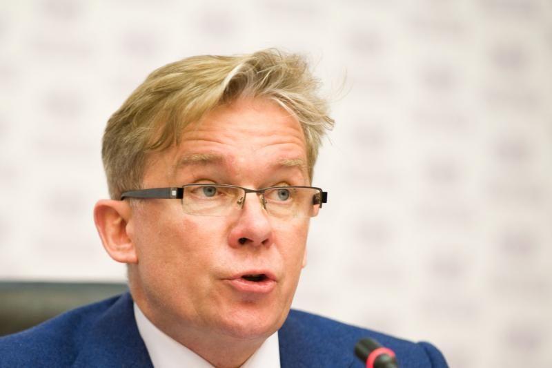 A. Ažubalis aštriai kritikuoja L. Linkevičiaus atsiprašymą Lenkijoje