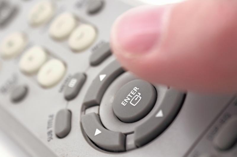 Atostogų pavojai: mikrobai tyko ant TV pultelių ir lempų