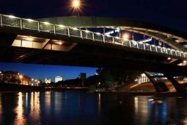 Naktinės pramogos Vilniuje - plaukimas baidarėmis Nerimi