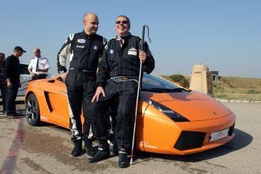 Aklas belgas automobiliu važiavo rekordiniu greičiu