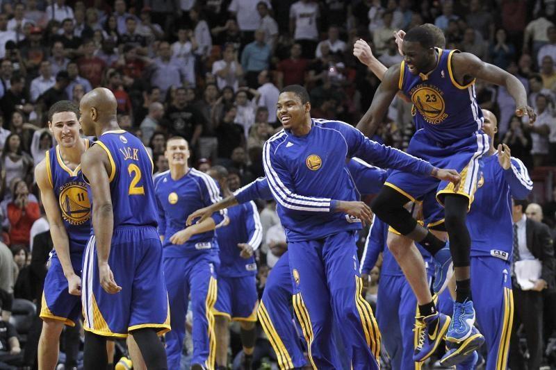 """NBA naktis: """"Warriors"""" svečiuose įveikė lygos čempionus (top10)"""